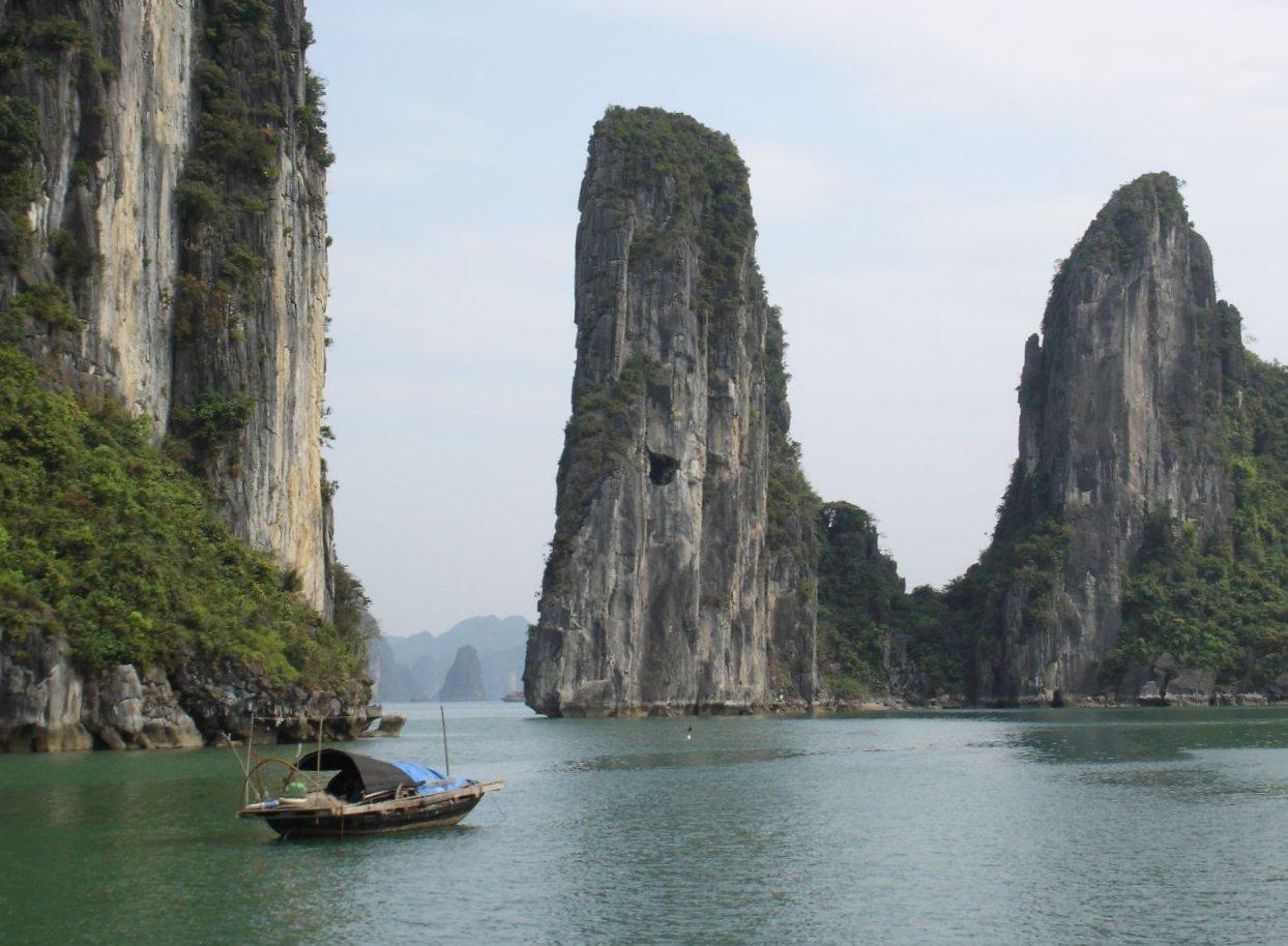 Картинки по запросу Бухта Халонг - Вьетнам