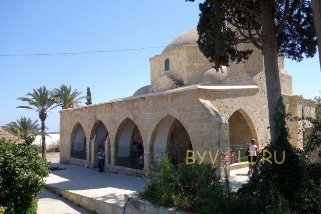 Главный вход в мечеть