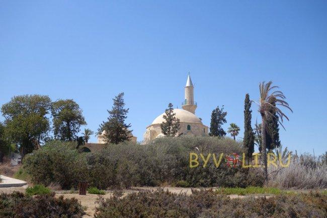 Мечеть со стороны озера
