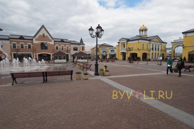 256d8aabf378 Аутлет Вилладж Белая Дача в Москве  часы работы, как добраться на ...
