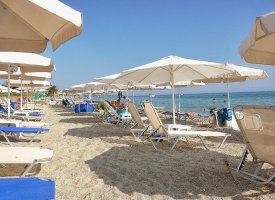 Пляж в Полихроно