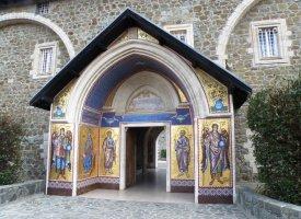 Вход в Киккский монастырь
