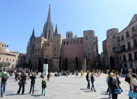Площадь Нова, Собор Святого Креста (Готический квартал, Барселона)