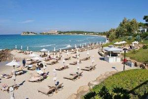 Пляж рядом с отелем Sani Beach Club