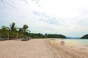 Пляж отеля Berjaya Langkawi Resort