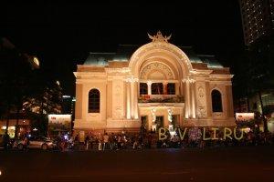 Здание оперного театра в Хошимине