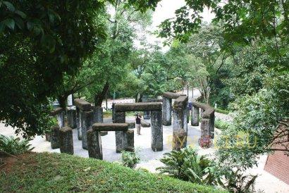 Стоунхэдж в Ботаническом саду Куала-Лумпура
