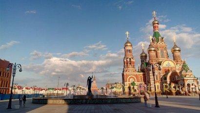 Фонтан Архангел Гавриил на площади Пресвятой Девы Марии
