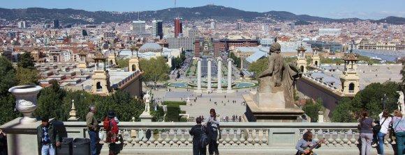 Вид на Магический фонтан и площадь Испании в Барселоне